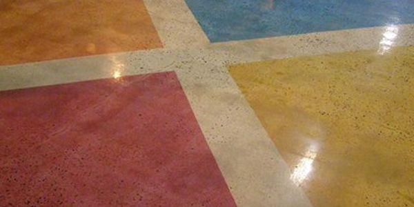 Кольорові бетонні підлоги.