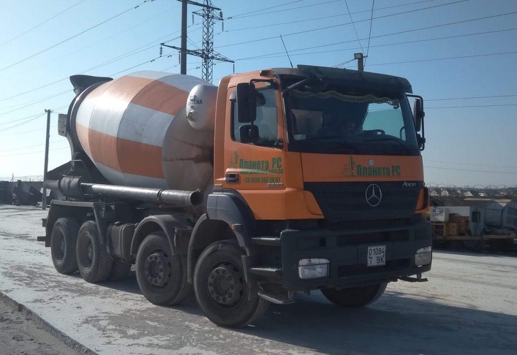Автобетононасос (миксер бетона).