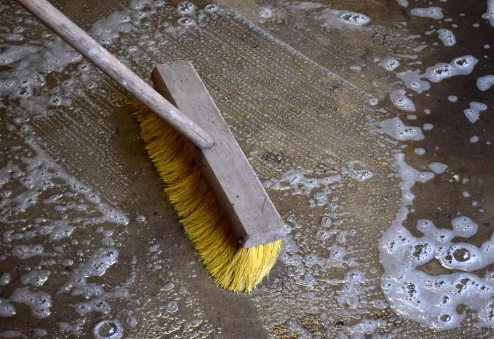 Як правильно чистити бетонну підлогу.