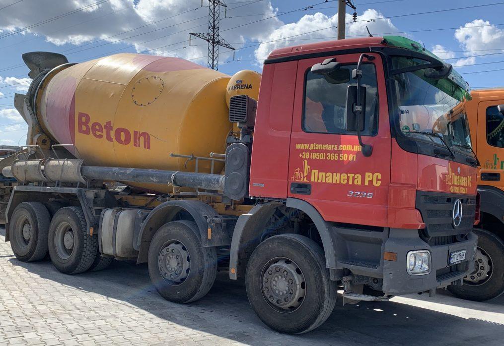 Автомиксера и бетононасосы.