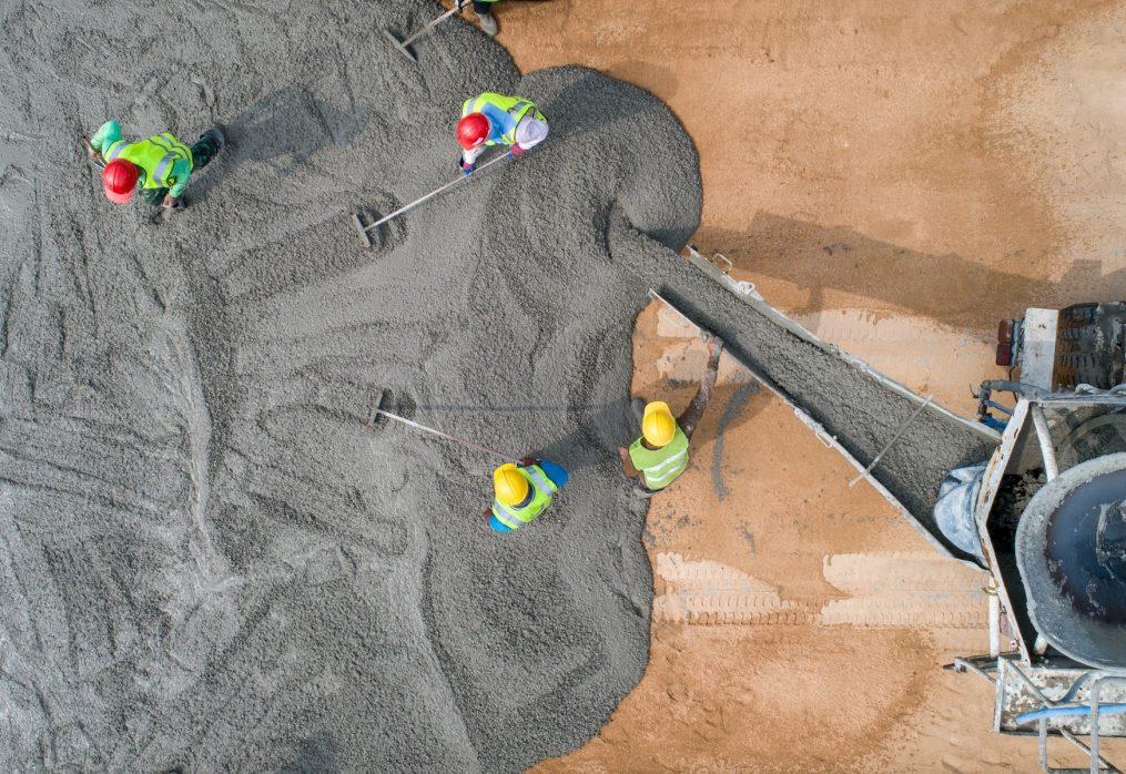 До чого може привести укладання бетону у літню спеку?