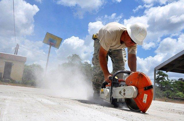 Чи проводить бетон електрику?